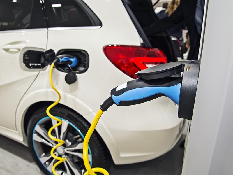 Allianz fördert Elektro- und Hybridautos