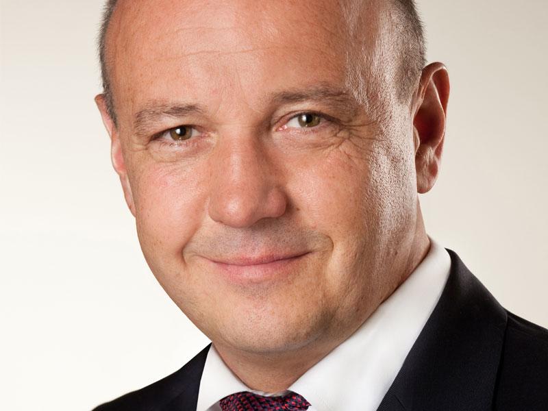Versicherungsleiter von Bertelsmann wird Makler