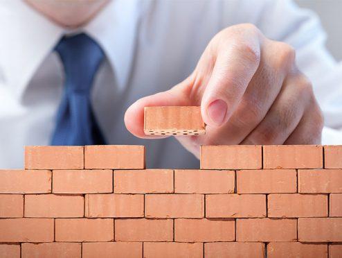 NÜRNBERGER erweitert Betriebs-Haftpflicht für Bauhandwerker