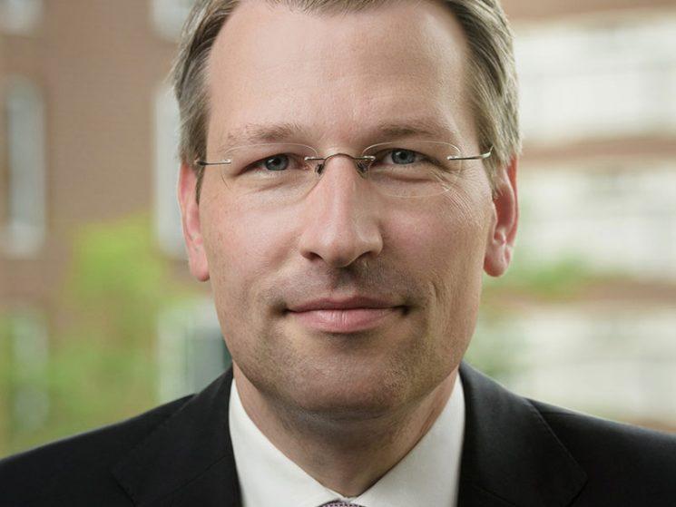 Dr. Nils Kaschner wird neuer CFO der AXA Deutschland