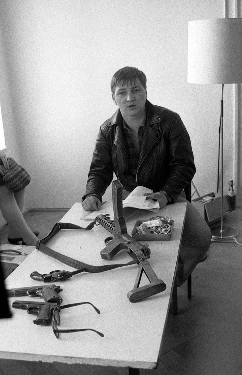 """Rainer Werner-Fassbinder in ERDMANN während der Dreharbeiten in seinem ersten Film """"Liebe ist kälter als der Tod"""""""