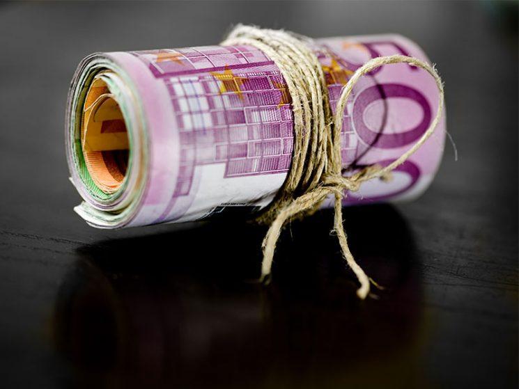 uniVersa zahlt bis zu vier Monatsbeiträge zurück