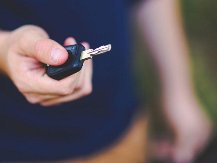 Erbverzicht gegen Abfindung durch Sportwagen ist sittenwidrig