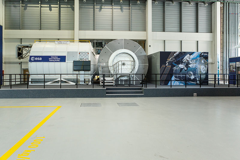 Das Weltraumforschungslabor Columbus (links) mit dem Verbindungsknoten NODE2 (Harmony) (Mitte) und dem zugehörigen Unterrichtsraum (rechts).