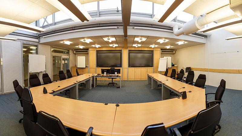 Einer der drei großen Seminar- und Workshopräumlichkeiten am Europäischen Astronautenzentrum der ESA in Köln. Astronautentraining ist hier ALL-Tag.