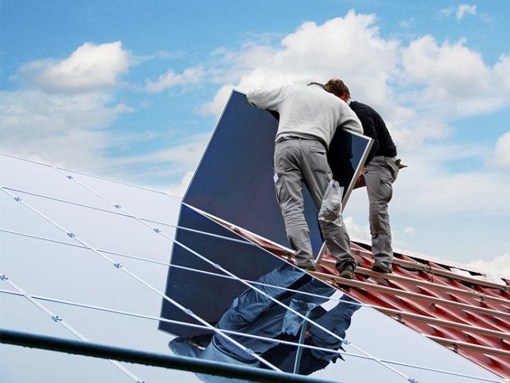 Die Crux mit der Umdeckung älterer Photovoltaikanlagen