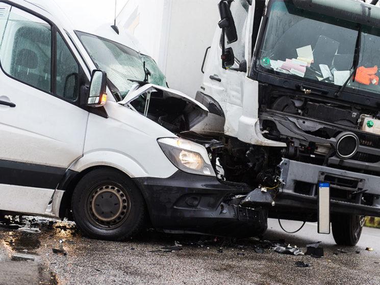 Haftung bei Unfall mit Dienstwagen während Privatfahrt