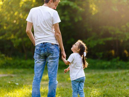 Eltern setzen auf das gute alte Sparbuch
