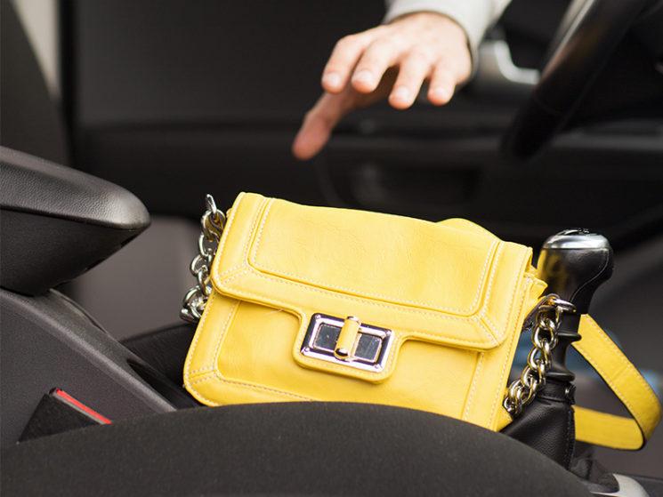 Warum es sich lohnt, auch Handy, Tablet und Bares im Auto zu schützen