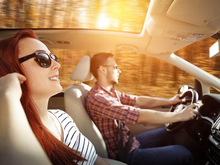 Im Auto sicher unterwegs: optimale Absicherung für jede Jahreszeit