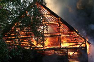 Brand verursacht Schäden am Nachbarhaus: Ausgleichsanspruch