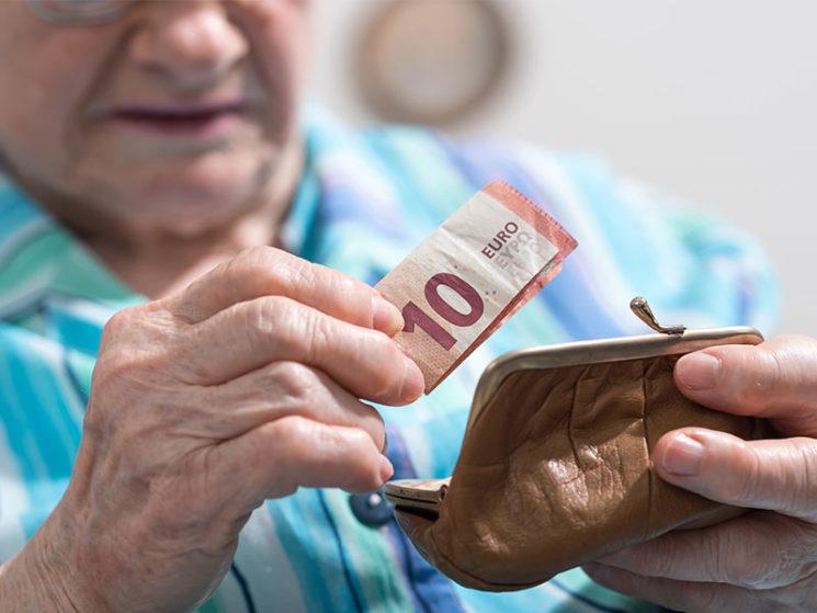 Frauen haben im Alter schlechtere Karten, weil …