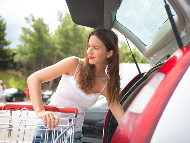 Kein Arbeitsunfall bei Sturz nach Einkauf auf dem Weg nach Hause