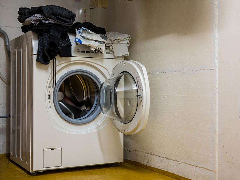 Waschküche als Ort für Eigentümerversammlung unzulässig