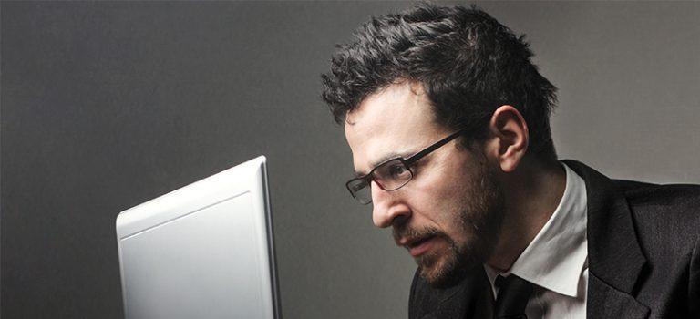 Jeder zweite Beschäftigte sitzt am Computer