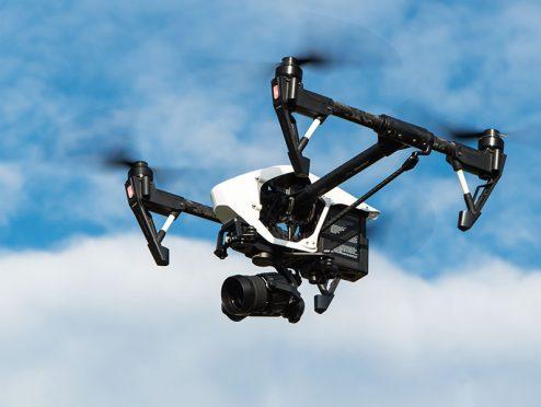 VKB kooperiert mit Drohnendienstleister FairFleet