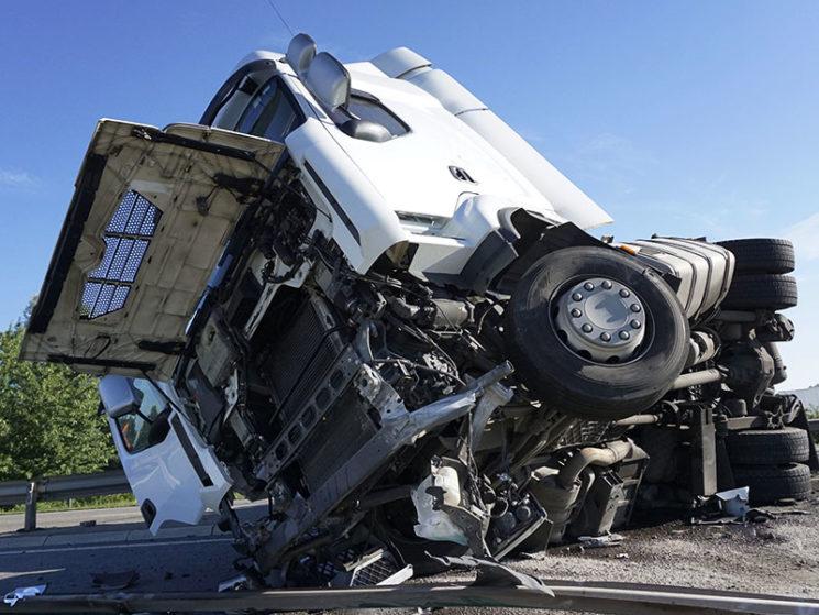 KRAVAG: Komplettservice bei Lkw- und Busunfällen