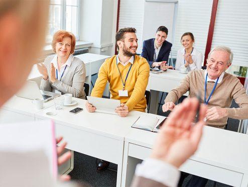 Weiterbildungsrecht oder -pflicht? Unternehmen sind uneins