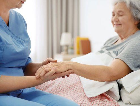 R+V bietet neue Absicherung für den Pflegefall