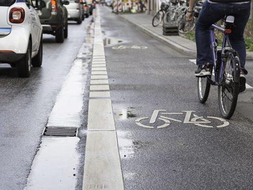 Fußgänger haben beim Betreten des Radweges die gleiche Sorgfaltspflicht wie bei der Fahrbahn