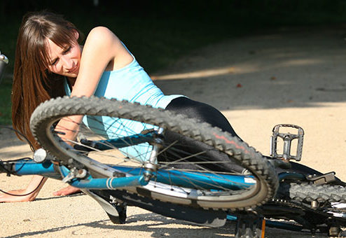 Mountainbiker im Wald gestürzt: Gemeinde haftet nicht