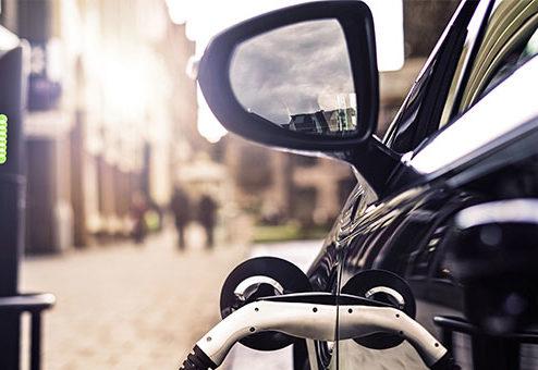 Immer mehr Kfz-Versicherungen bieten spezielle Tarife für Elektroautos an