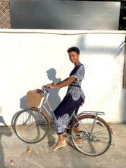 Malaika Mihambo auf dem Fahrrad