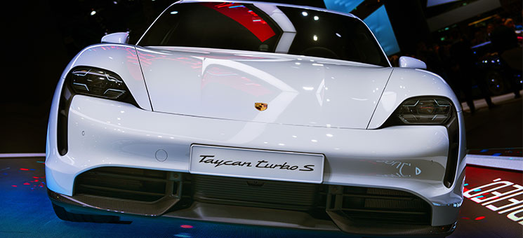 Zurich: Versicherungsbaustein für den ersten vollelektrischen Porsche Taycan