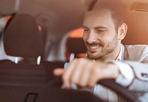 die Bayerische kooperiert mit Autoleasing-Gesellschaft adesion