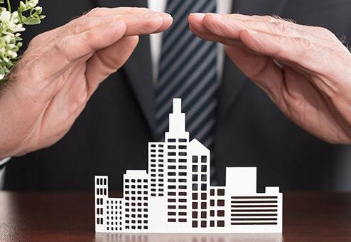 Welche Faktoren bestimmen den Versicherungsbedarf von Organisationen?