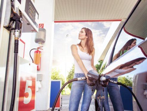 Zahl der Woche: Mehr als angegeben: So schätzen Autofahrer den Spritverbrauch ihres Fahrzeugs ein