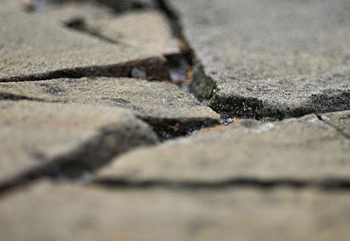 Mulde auf dem Gehweg: Kein Schmerzensgeld für Fußgänger
