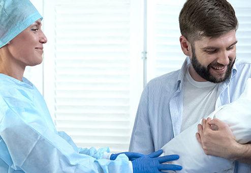 Behandlungsfehler: Hebamme haftet nicht persönlich gegenüber Belegarzt