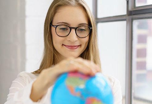 HanseMerkur bietet Reiseschutz für Teilnehmer von Bildungsprogrammen