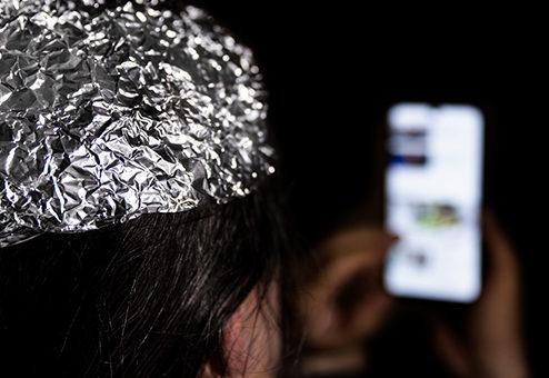 Mit 2. Corona-Welle sinkt die Empfänglichkeit für Verschwörungstheorien